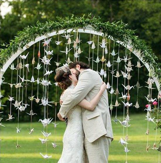Arco di fiori matrimonio origami gru