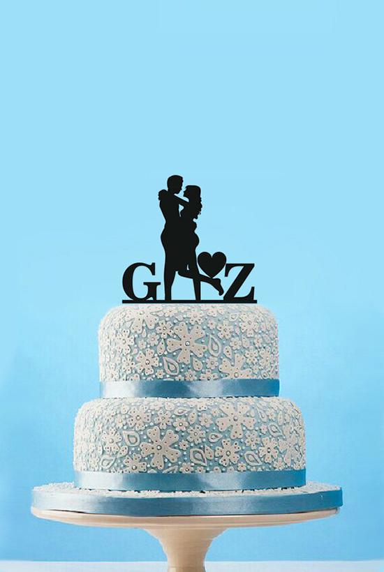 Cake topper con silhouette degli sposi e iniziali
