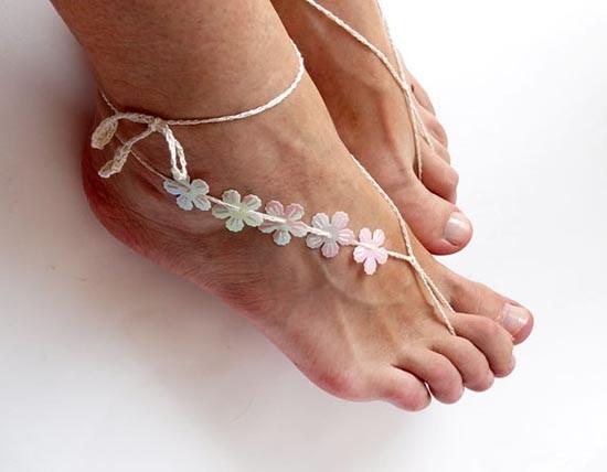 Accessori piedi spiaggia per matrimonio con fiori