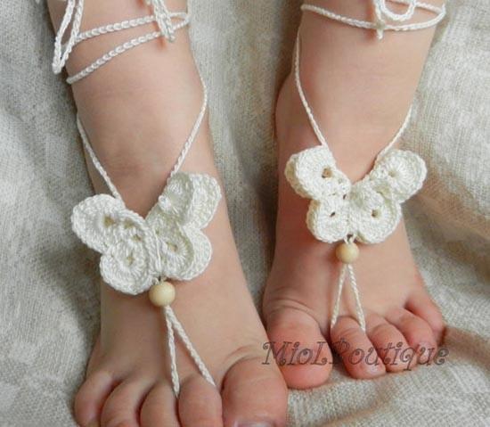Accessori piedi spiaggia per matrimonio con farfalla uncinetto
