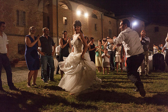 Matrimonio all'aperto danze