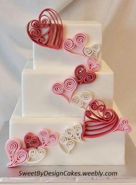 torta matrimonio con decorazioni quilling a forma di cuore