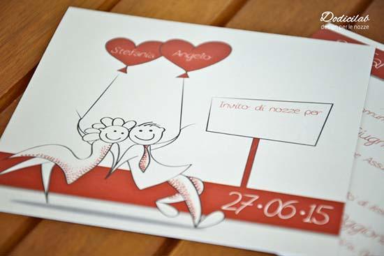 Partecipazioni matrimonio con sposini disegnati e cuori rossi
