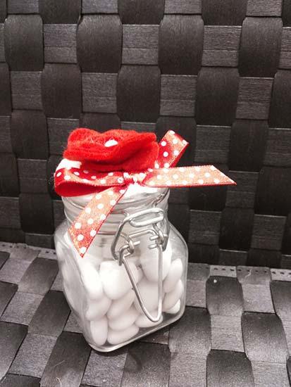 bomboniere con vasetti di vetro fiore rosso