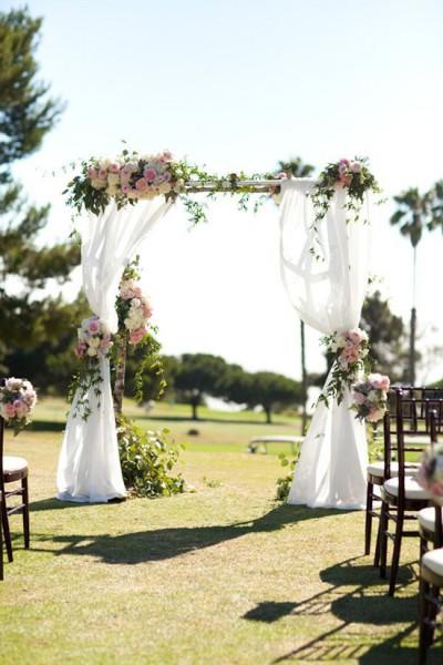 Arco di fiori matrimonio drappeggio