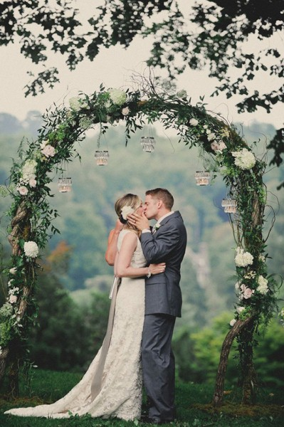 10 idee per un arco di fiori originale per matrimonio all for Addobbi piscina per matrimonio