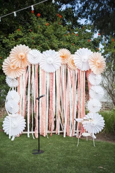 Arco di fiori matrimonio nastri e pom pom carta