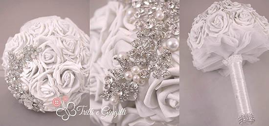 Bouquet gioiello con rose bianche