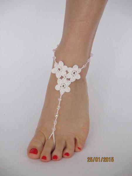 Accessori piedi spiaggia per matrimonio con fiori uncinetto