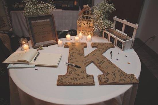 Lettera di legno gigante come guestbook matrimonio