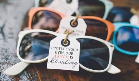 Occhiali da sole per matrimonio con biglietto
