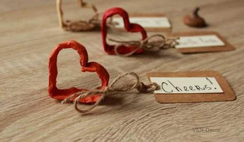 Segnaposto per matrimonio a forma di cuore in carta