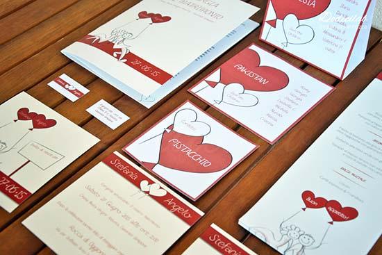 Set coordinato matrimonio con sposini disegnati e cuori rossi