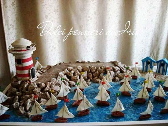 Tableau a tema mare con barche a vela e faro