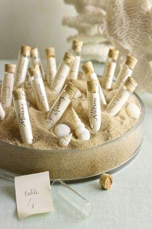 Tableau tema mare con sabbia e provette