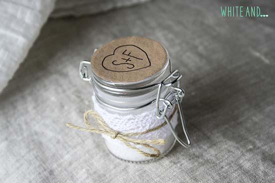 bomboniere con vasetti di vetro matrimonio shabby chic