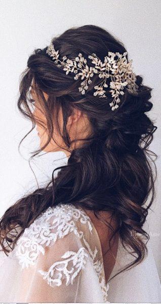 capelli sposa lunghi acconciatura fermaglio