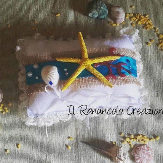 cuscino portafedi personalizzato con stella marina e corallo